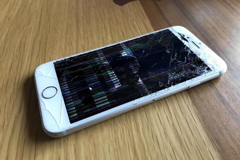壊れて操作できないiPhone