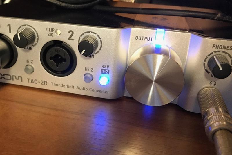 ファンタム電源がオンになっているTAC-2R