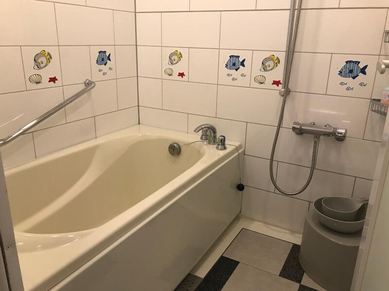 ホテルユニバーサルポート(WAKU WAKUワンダールーム)のお風呂