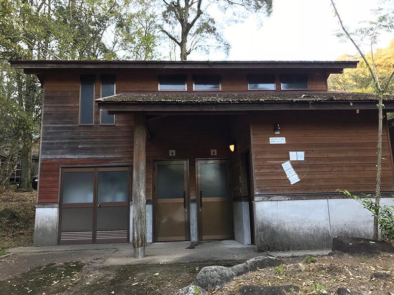 御池キャンプ村のシャワールーム(外観)