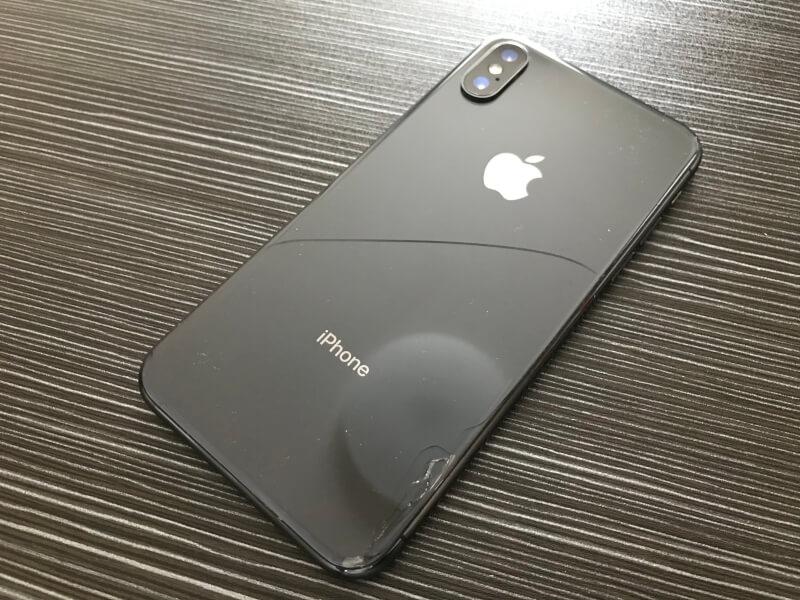 背面にヒビが入ったiPhone X